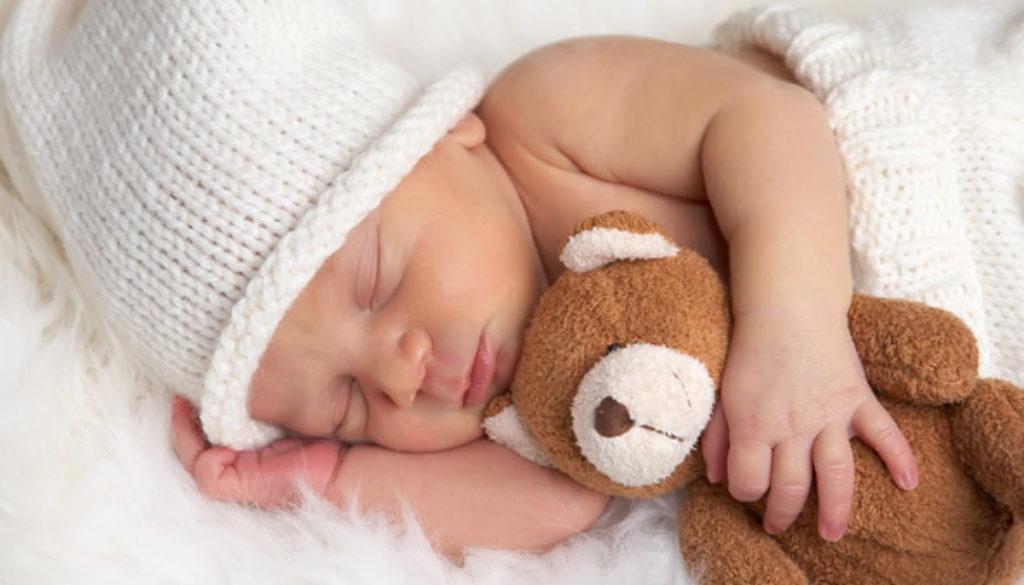 Autorizan inseminar a una mujer de 50 años y le quitan el bebé días después de nacer