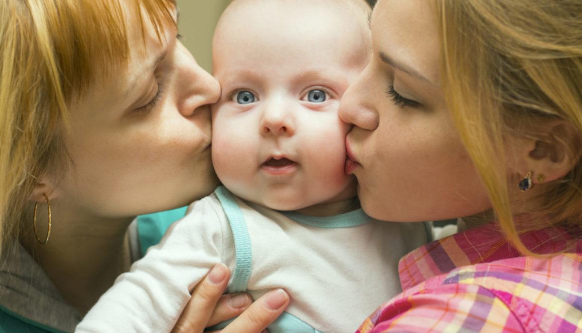 El número de parejas lesbianas que opta por la maternidad compartida se ha multiplicado en los últimos años