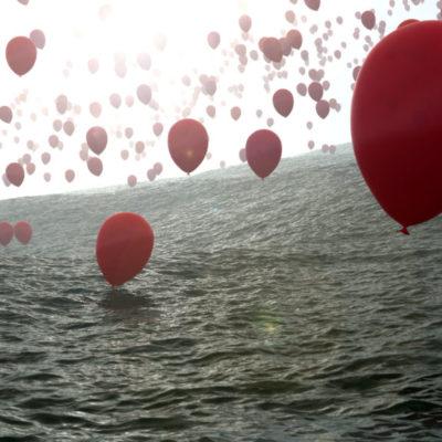 tote Luftballone über Ozean