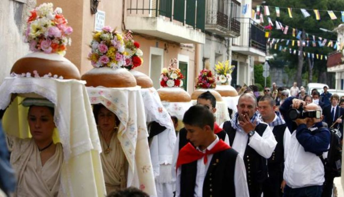 Más de mil personas asisten al ancestral acto del Pa Beneït en honor a Sant Gregori