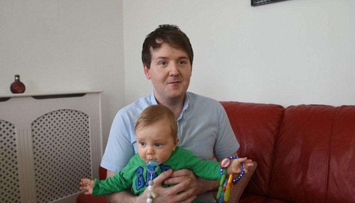 Una madre gesta un óvulo fertilizado con el esperma de su hijo homosexual