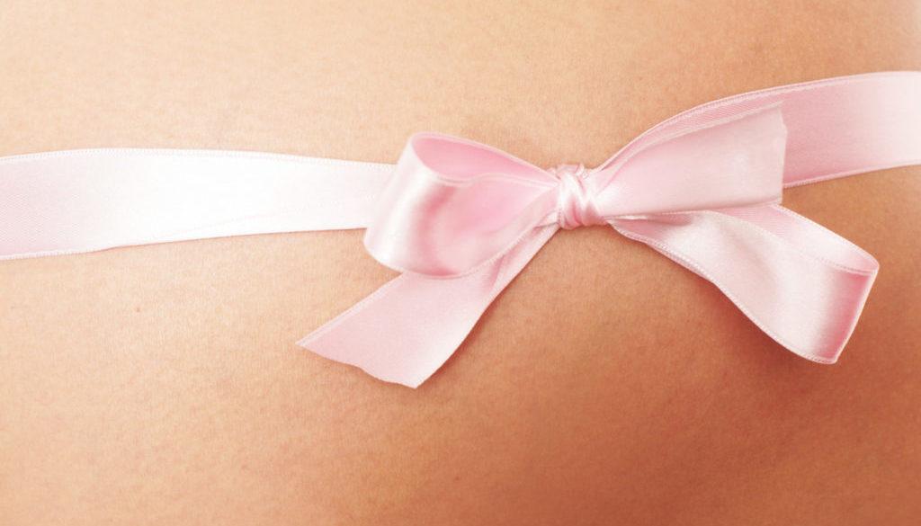 Una mujer da a luz a tres bebés tras quedarse embarazada de manera natural y por fecundación in vitro a la vez