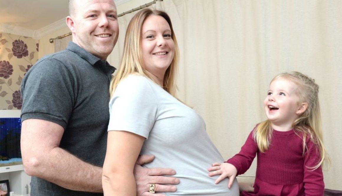 Una mujer quedó embarazada de dos pares de gemelas idénticas en su último intento con la Fecundación In Vitro
